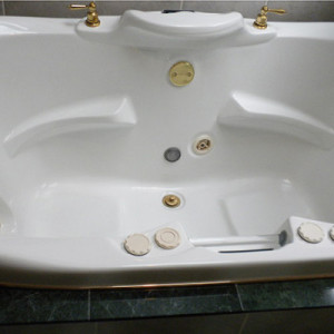 Bath Tub Interior Before Remodel